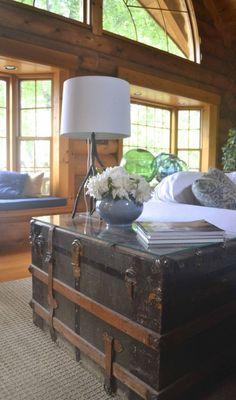 Love old trunks for home decor! Old Trunks, Vintage Trunks, Antique Trunks, Vintage Suitcases, Home And Deco, Cool Ideas, 31 Ideas, Vintage Decor, Vintage Room