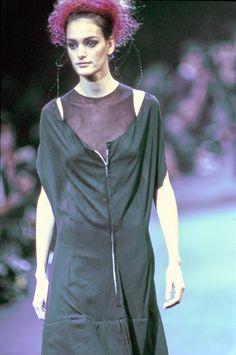 Comme des Garçons Fall 1992 Ready-to-Wear Fashion Show Details