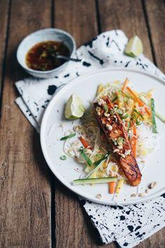 Losos se salátem z manga a rýžových nudlí — Foodlover Japchae, Mango, Ethnic Recipes, Fitness, Party, Manga, Keep Fit, Receptions, Health Fitness