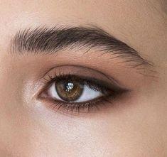 Natural Makeup: elongating the eyes with eyeliner or dark eyeshadow Natural Makeup: elongating the eyes with eyeliner or dark eyeshadow - Schönheit von Make-up Makeup Goals, Makeup Inspo, Makeup Inspiration, Makeup Ideas, Makeup Designs, Makeup Hacks, Makeup Style, Dark Eyeshadow, Eyeshadow Makeup
