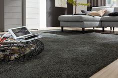 Wohlige Atmosphäre - und das Schritt für Schritt aufs Neue. Foto: JAB Shag Rug, Rugs, Home Decor, Boden, Living Room, Shaggy Rug, Farmhouse Rugs, Homemade Home Decor, Types Of Rugs