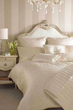 Bedroom color scheme bedroom color schemes for cream cream master bedroom design modern master Cream And Gold Bedroom, Cream Bedrooms, Guest Bedrooms, Bedroom Color Schemes, Bedroom Colors, Bedroom Decor, Bedroom Ideas, Bedroom Loft, Bedroom Neutral