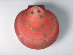 Incense Container with design of plovers, 1500–1600. Japan. Muromachi period (1392–1573). Lacquered wood and sea shell.