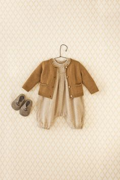 Gender neutral clothes Rustic Style Outfit for Baby Baby Girl Fashion, Toddler Fashion, Kids Fashion, Vintage Baby Clothes, Baby Kids Clothes, Vintage Clothing, Baby Kind, My Baby Girl, Baby Outfits