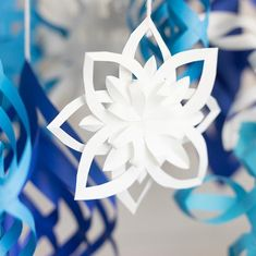 DIY Paper Snowflakes Get crafty for the holidays with these fun and beautiful paper snowflakes! Paper Snowflake Template, Paper Snowflake Patterns, 3d Paper Snowflakes, Snowflake Craft, Snowflake Decorations, Origami Templates, Box Templates, Origami Tutorial, 3d Paper Crafts