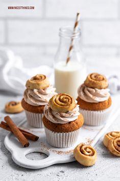 Cinnamon Cupcakes Recipe with Mini Cinnamon Rolls - Nicest Things- Zimt Cupcakes Rezept mit Mini Zimtschnecken – Nicest Things Cinnamon Cupcakes Mini Cinnamon Rolls Cupcakes Cinnamon Roll Cupcakes rolls Rolls - Cinnamon Roll Cupcakes, Mini Cinnamon Rolls, Cinnamon Cream Cheese Frosting, Pumpkin Spice Cupcakes, Cinnamon Cream Cheeses, Oreo Cupcakes, Swirl Cupcakes, Salty Cake, Halloween Cupcakes