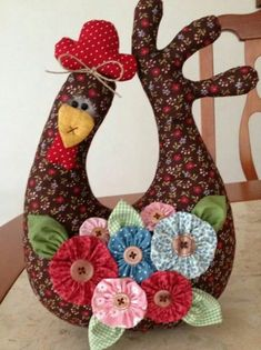 Galinha peso de porta (I just gotta make this one. This rates in my top 10 of my things to do) cj Más Sewing Toys, Sewing Crafts, Sewing Projects, Craft Projects, Felt Crafts, Fabric Crafts, Crafts To Sell, Diy And Crafts, Chicken Pattern