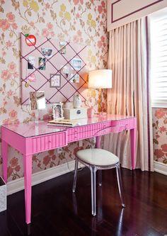 Pink desk, lucite chair & floral wallpaper // Girl's bedroom #pink #desk #wallpaper