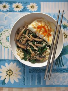 Mushrooms Spinach Saute with Noodles and Egg 清炒蘑菇菠菜 ~ Teczcape-An Escape to Food