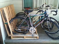 2 pallets = instant bike rack