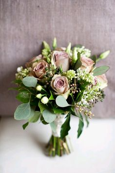 I'm in love with flowers. Beautiful blooms absolutely melt my heart, especially a stunning bouquet! Romantic, garden-style bouquets are some of my favorites. Classic and elegant, and perfect…