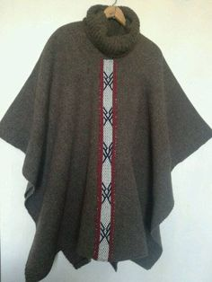 poncho hombre tejido en telar tradicional color café chocolate con lana 100% natural de oveja