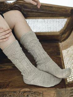Puutarha-villasukat Novita Nalle Woolen Socks, Knit Crochet, Crochet Hats, Knitted Flowers, Red Plum, Stockinette, Knitting Socks, Knit Socks, Mittens