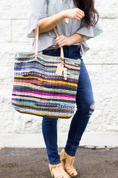 """Sewing Bags Tutorial: Rag rug tote with leather handles sewing pattern bag - I bet you wouldn't look at this bag and think, """"Oh, I could make that."""" But you can, and it's actually a quick and easy project. Delia from Delia Creates has a tutorial sh… Bag Patterns To Sew, Sewing Patterns Free, Free Sewing, Free Pattern, Crochet Bag Tutorials, Sewing Tutorials, Sewing Projects, Leather Bag Tutorial, Tote Tutorial"""