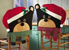 From colorful Christmas wreaths to holiday pillows, Santa Claus is arriving with joyful Christmas decoration ideas to dress up your home! Share your children's joy of Christmas with Santa Claus decoration ideas. Felt Christmas, Christmas Home, Christmas Wreaths, Christmas Crafts, Christmas Ornaments, Christmas Chair Covers, Christmas Dining Table, Xmas Theme, Indoor Christmas Decorations