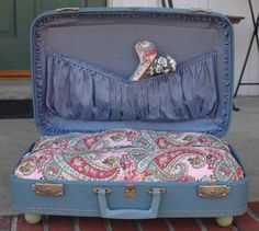 How cute is this vintage luggage turned dog bed? Makes me wish my dog didn't weight 100+ pounds!