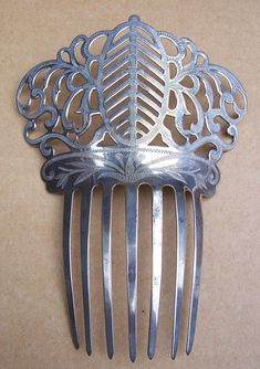 https://www.etsy.com/uk/listing/542216447/pierced-steel-spanish-mantilla-hair-comb?ref=listings_manager_table