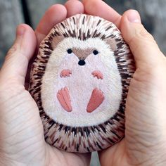 DIY craft kits - omg so adorable. This little hedgehog creation is available as a kit . - DIY craft kits – omg so adorable. This little hedgehog creation is available as a kit so you can - Stone Crafts, Rock Crafts, Cute Crafts, Arts And Crafts, Diy Crafts, Cool Kids Crafts, Crafts With Rocks, Homemade Crafts, Garden Crafts
