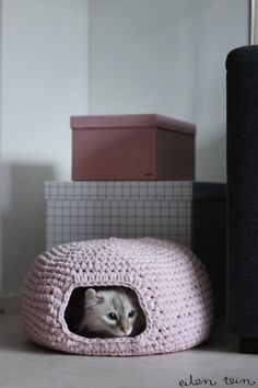 How To: Crocheted Cat Cave~ Now I just need to learn how to crochet. :)