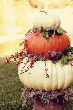 Life of a Vintage Lover: Fall Decorating Inspirations- So pretty and country looking! Can't wait until the fall!!!