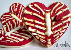 INSPIRATION - Heart Rib Cage Cookies - No recipe (Source : http://cupookie.blogspot.fr/2013/10/heart-rib-cage-cookies.html) #halloween #cookie