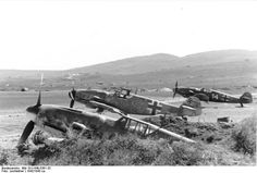 Flugzeug Me 109 auf Feldflugplatz