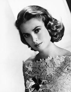 grace-kelly-mgm-portrait-mid-1950s-everett.jpg (JPEG Image, 696×900 pixels) - Scaled (77%)