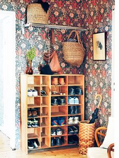 Discover recipes, home ideas, style inspiration and other ideas to try. Bohemian Decor, Shabby Chic Decor, Design Studio, House Design, Design Design, Hallway Storage, Entry Hallway, Entryway, Interior Decorating