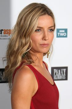 British Actresses, Hollywood Actresses, Annabelle Wallis, Thing 1, Beautiful Actresses, Beautiful Celebrities, Love Hair, Messy Hairstyles, Dark Hair