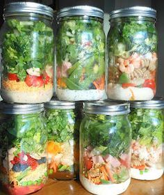 30 Picnic Ideas & some tips/items to bring to your picnic. Just about everything gets packed into Mason Jars !