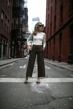 {Cropped wide pants.}
