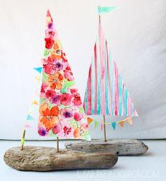 Veleros con madera de deriva y velas de acuarela