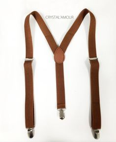 Brown Suspenders and Bowtie Set, Mens suspenders and Bowtie, Barnyard Wedding, Groomsmen: Suspender: Full length 42 inches width 1 inch Bowtie: Adjustable Groomsmen Suspenders, Bowtie And Suspenders, Bowties, Suspenders Fashion, Tuxedo Wedding Suit, Wedding Suits, Costume Marron, Fashion Mode, Mens Fashion