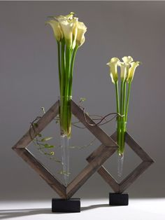 """Ikebana arrangements often use greens as main decorating materials instead of flowers. And also thin and long twigs are frequently used for appealing the grace of linear curve. Deco Floral, Arte Floral, Flower Show, Flower Art, Modern Flower Arrangements, Ikebana Arrangements, Tableau Design, Japanese Flowers, Unique Flowers"