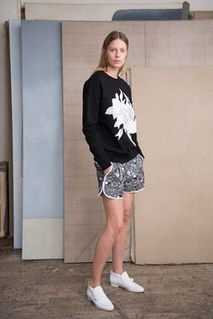 Each x Other Resort 2017 Collection Photos - Vogue Fashion 2017, Fashion Show, Fashion Trends, Street Fashion, Cool Outfits, Summer Outfits, Streetwear Summer, Embroidered Sweatshirts, Resort 2017
