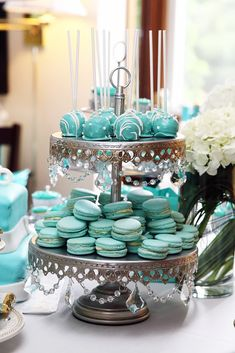 Opulent Treasures Chandelier 2 Tier Dessert Stand Antique Silver - Pat Tutorial and Ideas Tiffany Blue Cakes, Tiffany Blue Party, Tiffany Birthday Party, Tiffany Theme, Tiffany Wedding, Tiffany Blue Weddings, Tiffany Blue Punch, Tiered Dessert Stand, Dessert Tables