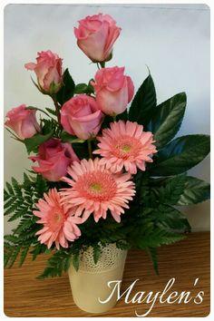 Webmail :: 12 new Pins about Ikebana and Christmas centerpieces Contemporary Flower Arrangements, Creative Flower Arrangements, Unique Flower Arrangements, Unique Flowers, Flower Vases, Silk Flowers, Beautiful Flowers, Purple Flowers, White Flowers