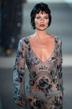 Kate Moss walks the runway for Louis Vuitton at Paris Fashion Week 2013 | Click for the pictures