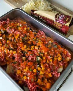 Enkel og smakfull potetgrateng – Snikgjest Moussaka, Salsa, Food And Drink, Potatoes, Ethnic Recipes, Pai, Potato, Salsa Music