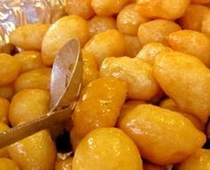 Lokmades are a kind of fried-dough pastry made of deep fried dough soaked in sugar syrup or honey and cinnamon, and sometimes sprinkled with sesame. Greek Sweets, Greek Desserts, Fun Desserts, Turkish Recipes, Greek Recipes, Arabic Recipes, Cyprus Food, Cake Recipes, Dessert Recipes