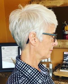 Layered Gray Pixie for Seniors The Effective Pictures We Offer You About hair lengths guide A qualit Short Hairstyles For Thick Hair, Short Grey Hair, Mom Hairstyles, Hairstyles Over 50, Short Hair Cuts For Women, Short Hairstyles For Women, Short Hair Styles, Short Haircuts, Short Cuts