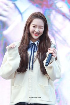 Jiho Oh My Girl South Korean Girls, Korean Girl Groups, Jiho Oh My Girl, Kpop Girls, Asian Beauty, Bangs, Korean Fashion, Fangirl, Beautiful People