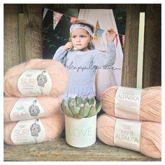 «Dette nydelige garnet skal bli skappelgenser til Agnes  Elsker fargen  #skappelgenser #MiniSkappel #skappelgarn #minialpakka #surialpakka #sandnesgarn…»