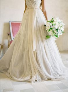I find this dress beautiful!     Jose Villa/Floral Design by Florette