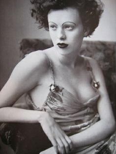 Karen Elson - Photo by Steven Meisel - Italian Vogue - Style: 1930's - @~ Watsonette