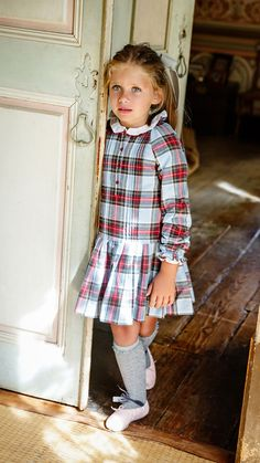 Plaid girl dress // kids fashion