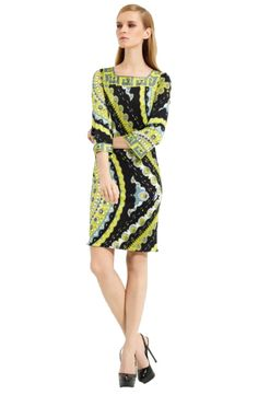 Square Neck Emilio Pucci Printing Peacock Flower Long Sleeve Knee Dress is a good choice for you to become an elegant lady. It is suitable for daily wearing or attand parties. So do come and join the fashion circle with new trend Emilio Pucci Flower Dresses.