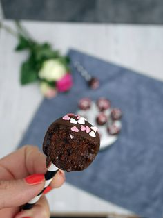 cakepops-choklad-2 Chocolate Cake Pops, Lollipop Candy, Candy Cookies, Nutella, Fruit, Desserts, Cakepops, Food, Tailgate Desserts