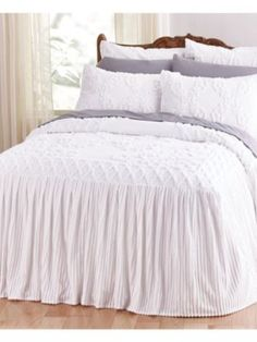 Ava Chenille Bedspread - Ava displays modern elegance with a vintage appeal. Plush, quilt-top style bedspread features a tufted center floral design with an attached flo Country Bedding Sets, Farmhouse Bedding Sets, Farmhouse Decor, White Bedspreads, Chenille Bedspread, Bedroom Bed, Bedroom Decor, Master Bedrooms, White Bedrooms