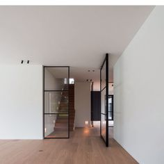 Steel look pivot doors and fixed partitions by PortaPivot reference projects Pivot Doors, Internal Doors, Room Interior, Interior Design Living Room, Crittall, Small Space Interior Design, Small Apartment Decorating, Steel Doors, Modern Glass